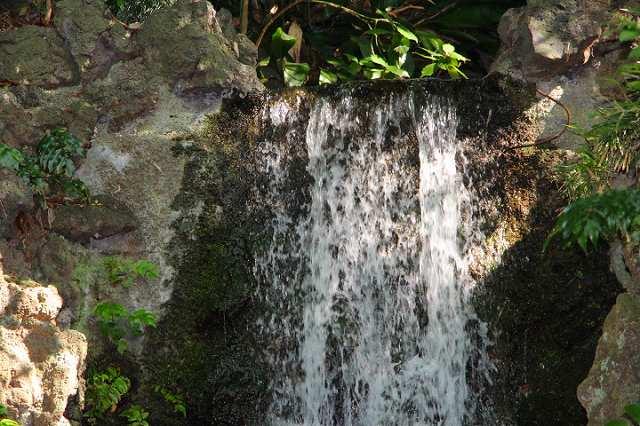 境内内 滝