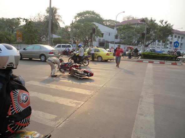 2 12.3.7目の前のバイク接触事故6 (5)