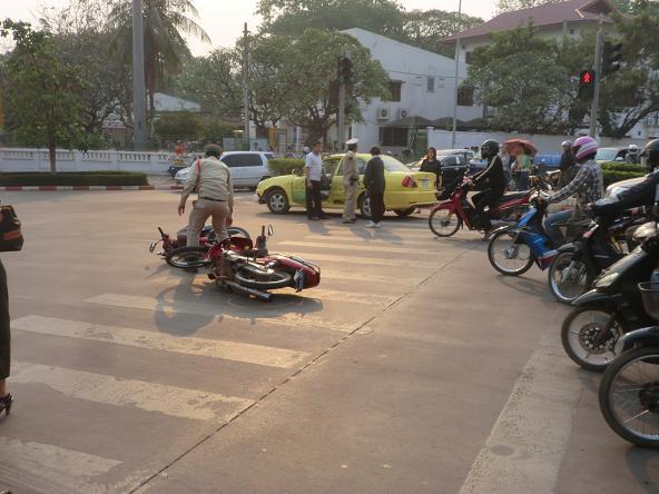 3 12.3.7目の前のバイク接触事故6 (7)