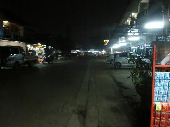 2 12.3.8道路封鎖の商店街6 (3)