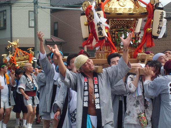 12.7.15土屋の祭り獅子舞の手伝い (1)