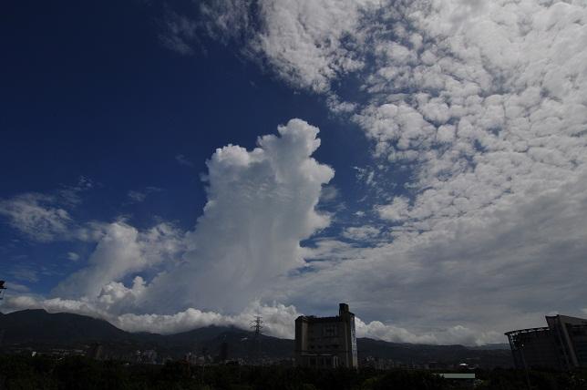 夏の雲(2)