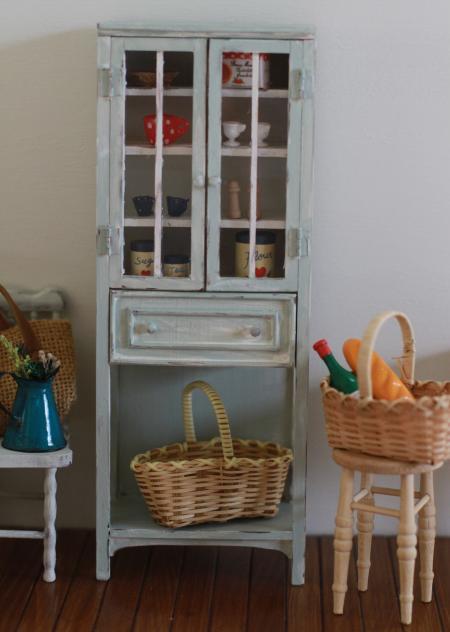 ブライス・家具食器棚1