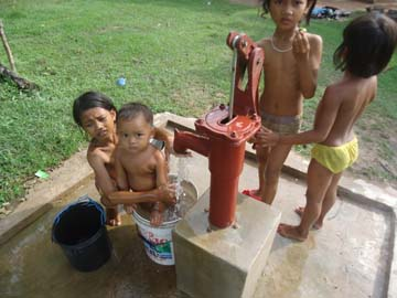 カンボジア井戸建設支援