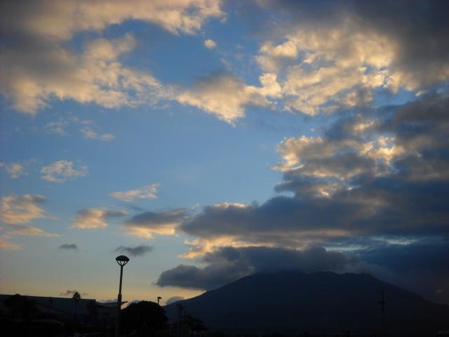 朝の空の青