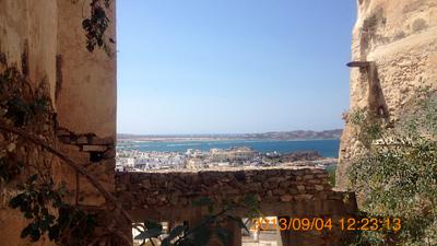 城塞から海を眺める