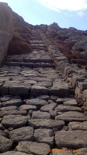 キントス山へと登る階段