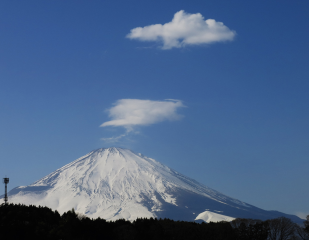 28日 13ー15 小山町からの富士山