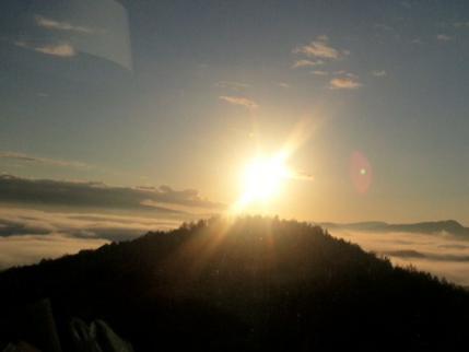 12-10-14-1 雲海日があがった