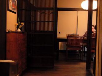 12-11-26 店内席