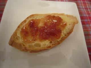 パンにバターとジャム