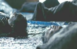 津波に呑まれて真っ黒な遺体