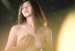 乳房を揉まれるお梁