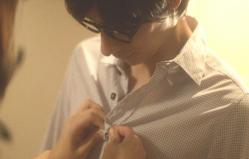 俊介ののシャツを脱がし