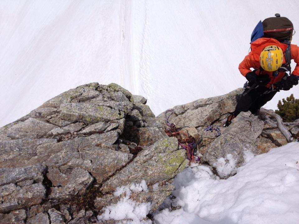 2峰から懸垂下降。
