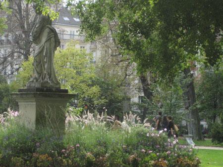 jardin lux statue