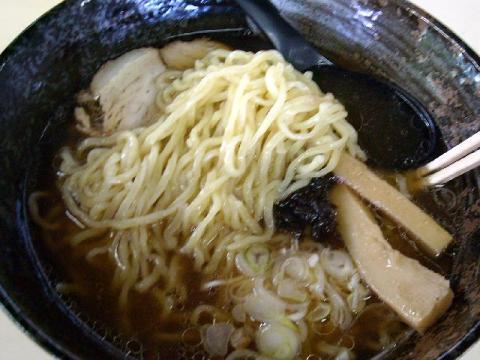 和月亭・和風しょうゆらーめん 麺