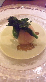 ホタテのオードブル 菜の花とグリンピースのスープ仕立て