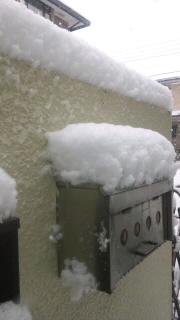 12229ポスト、塀の上積雪10㎝
