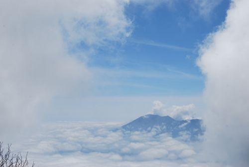 6雲海に浮かぶ浅間山
