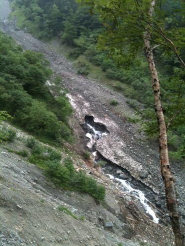 41雪渓から沢が生まれる