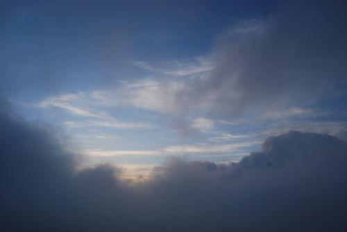 14雲が通り過ぎる朝