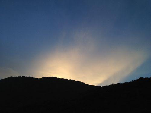 6稜線から現れる夜