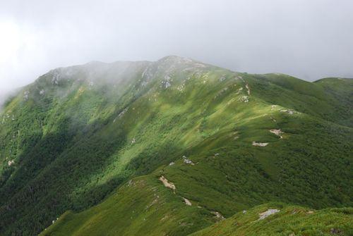 13茶臼山に続く中央アルプスの稜線