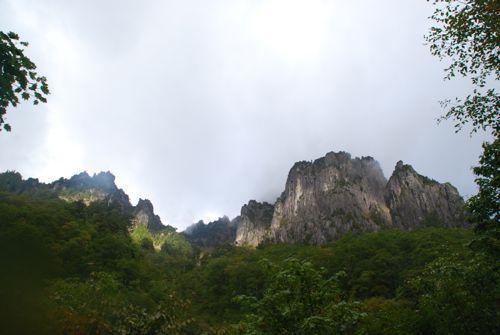 2錫杖岳の岩壁
