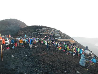 20130804_2013富士山頂混み具合