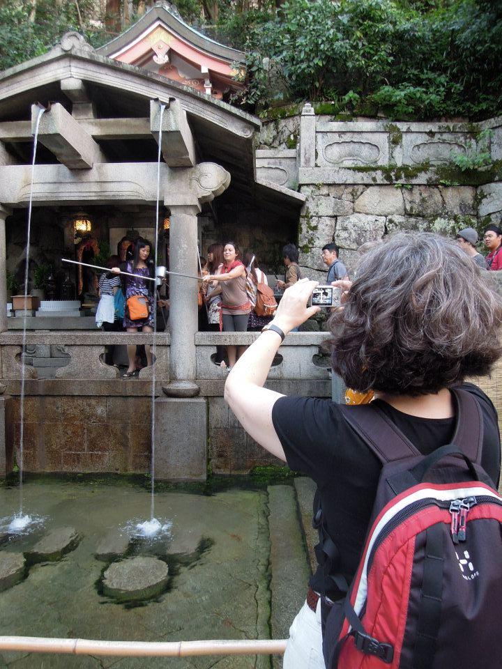カウチサーフィン(ドイツ、エマ)、(スペイン、アレハンドラ)、清水寺の音羽の滝