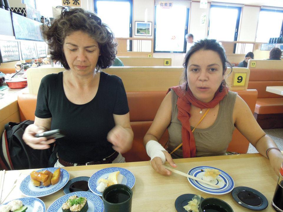 カウチサーフィン(ドイツ、エマ)、(スペイン、アレハンドラ)、回転寿司