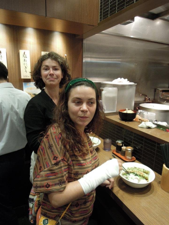 カウチサーフィン(スペイン、アレハンドラ)、(ドイツ、エマ)、立ち食いそば屋にて