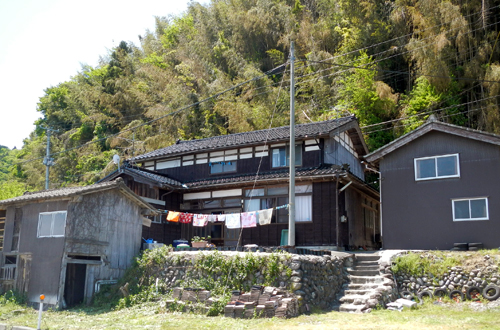 sado_house.jpg