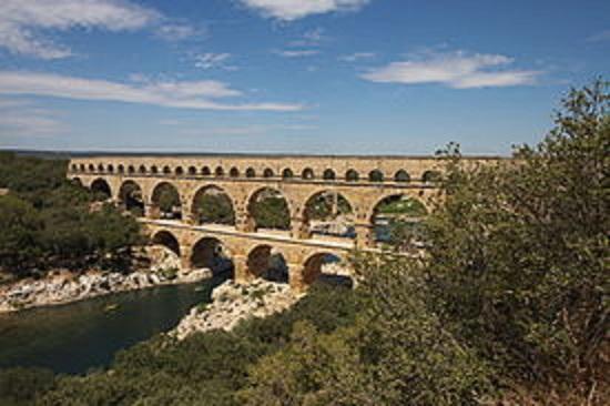 275px-Pont_du_Gard_水道橋