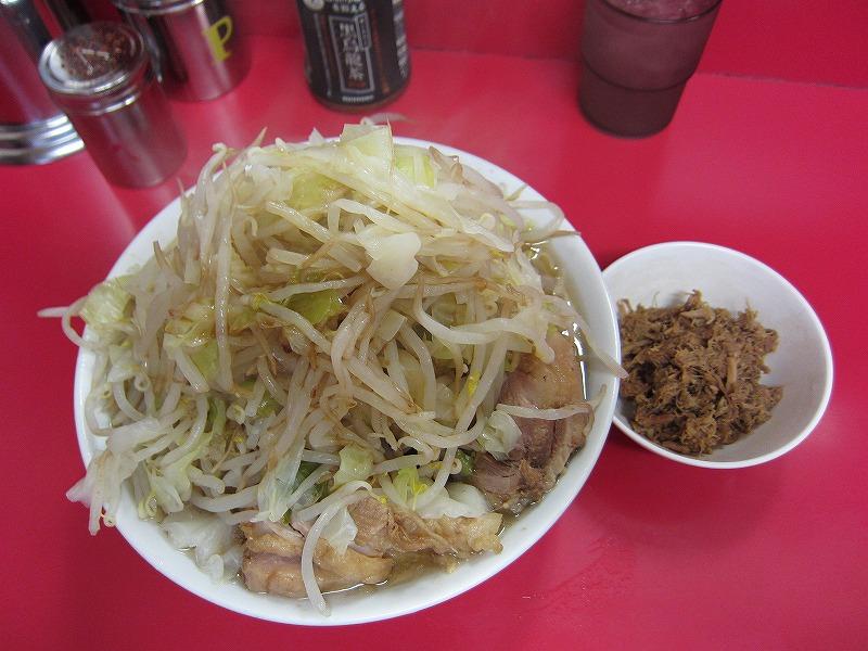 小豚 崩し豚カレー味 ヤサイマシマ カラメ