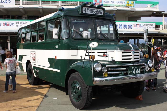 神戸市交通局のボンネットバス