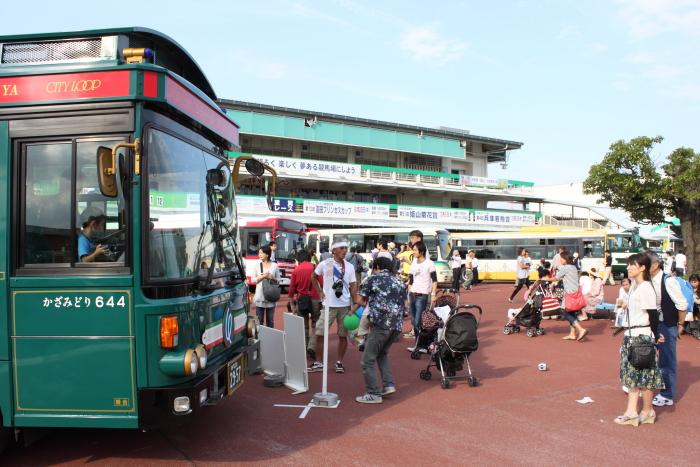 バスまつり会場の様子
