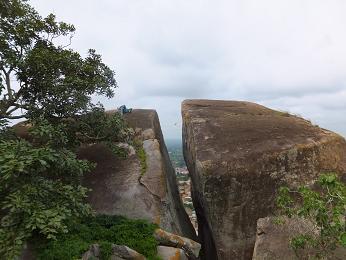 頂上の岩で
