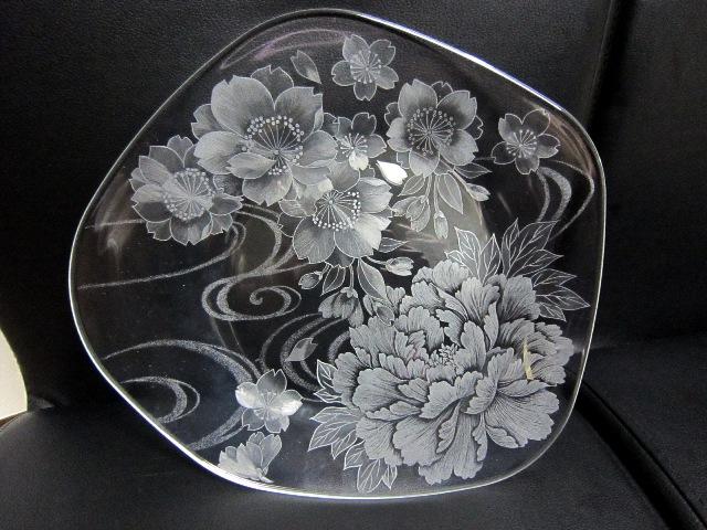 変形皿牡丹