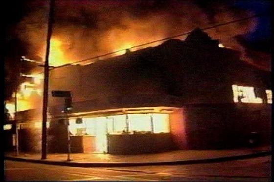 炎上するコリアンの店舗 「ロス暴動の真実-コリアタウンはなぜ襲われたか-」