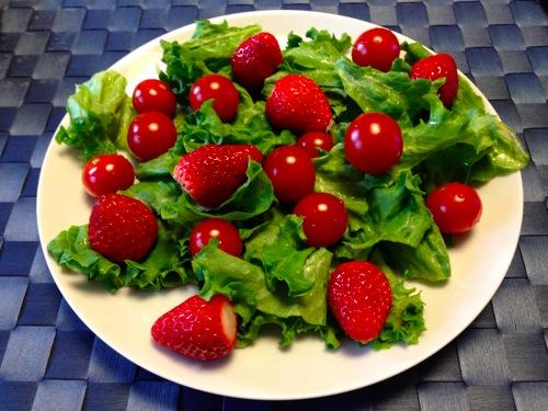3イチゴとトマトのサラダ