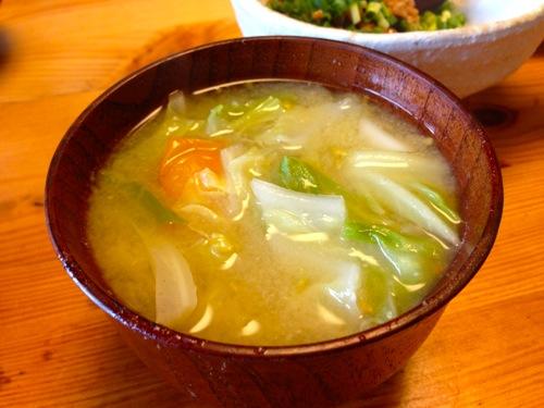 3野菜たっぷり味噌汁