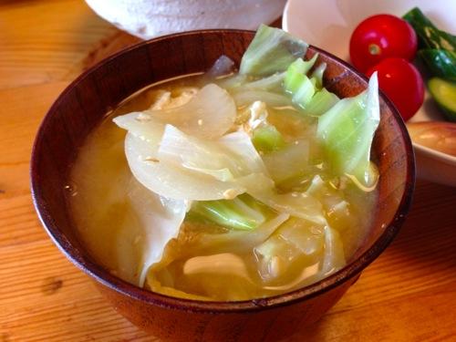 5キャベツ・油揚げの味噌汁