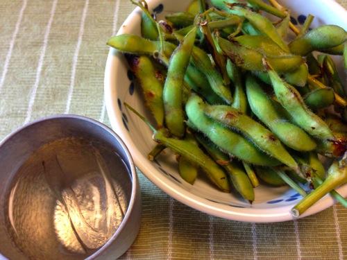 1蒸し枝豆と冷酒