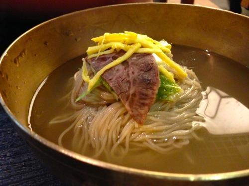 6冷麺アップ
