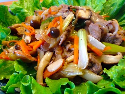 4肉野菜炒めサラダ