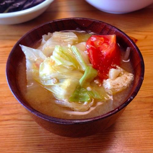 2トマト・薄揚げ・キャベツの味噌汁