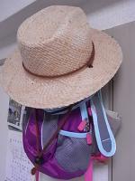 季節外れの麦わら帽子