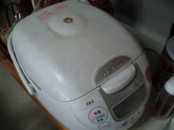 汚炊飯器(中はきれいにしてますよ)